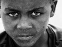 Ubóstwo, analfabetyzm i przedwczesna śmierć zagrażają dzieciom na świecie