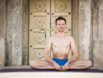 Joga – synergia rozwoju ciała i umysłu. Rozmowa z Przemkiem Nadolnym