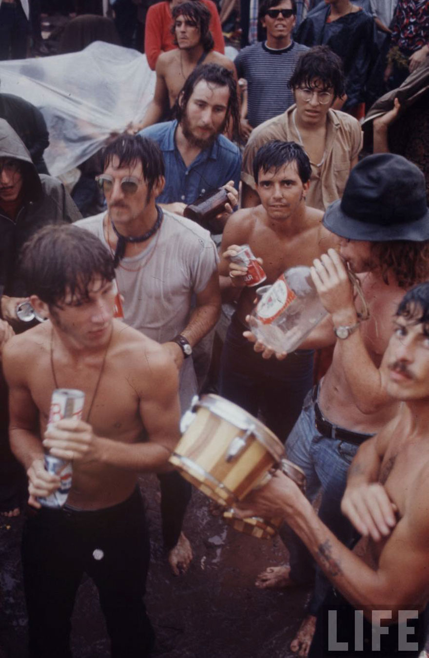 1969-woodstock-music-festival-hippies-bill-eppridge-john-dominis-27-57bc2fc9470e2__880