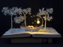 Ta artystka zmienia stare książki w magiczne rzeźby