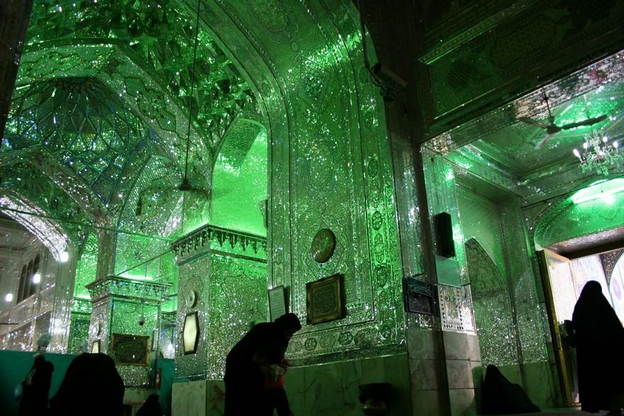 emerald-tomb-ceiling-shah-cheragh-shiraz-iran-1