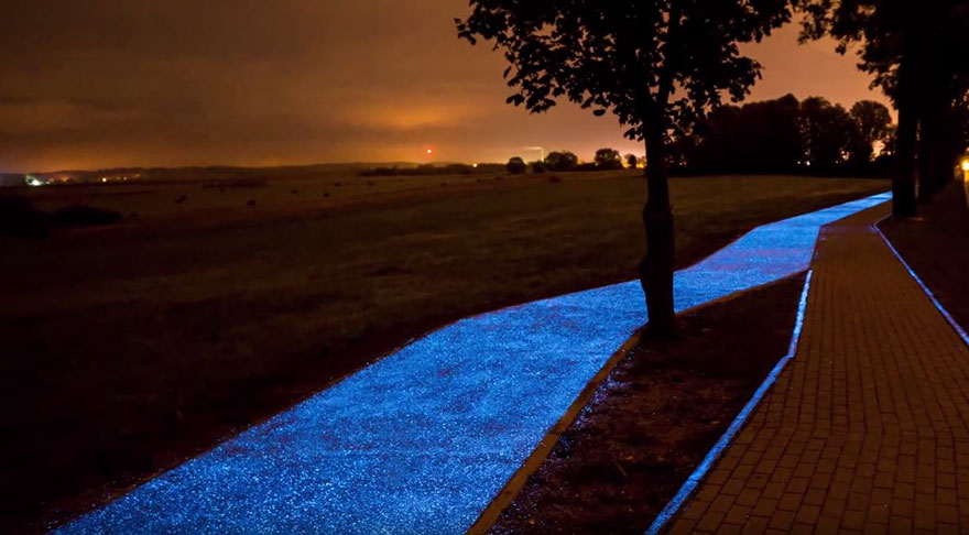glowing-blue-bike-lane-tpa-instytut-badan-technicznych-poland-3