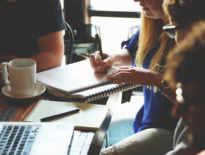 Pracodawcy coraz mniejszą wagę przywiązują do wykształcenia. Liczą się umiejętności techniczne i doświadczenie