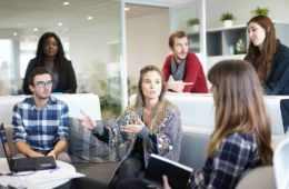 Praca szuka humanistów! Zobacz, jak rynek pracy otwiera się na humanistów